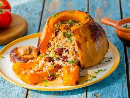 Пълнена тиква с ориз, сушени плодове и мента печена на фурна - снимка на рецептата